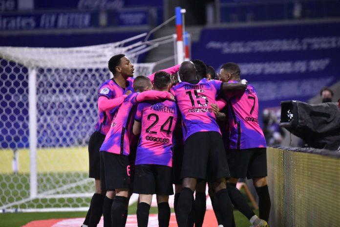 El PSG asalta el liderato tras ganar al Lyon (2-4)